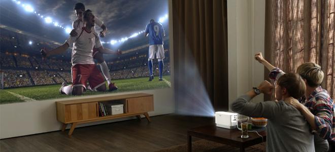 12月21日消息,据国外媒体报道称,LG于近日宣布发布旗下第一台具备高度便携性的ProBeam激光投影机,提供高亮度投影,并运行与LG电视机同样的webOS操作系统。而它即将亮相于2017年CES展。