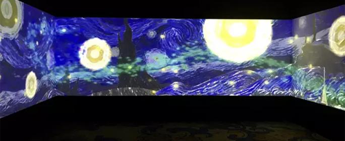 11月14日,激动未来 ■ 明基2017全系激光投影巡展活动登陆广州日航酒店,近三百名业内资深人士抵达发布会现场。展会可见多媒体影音技术与创意激光投影完美融合,印象派经典油画如获新生,堪称一场光与美俱臻巅峰的流动盛宴。
