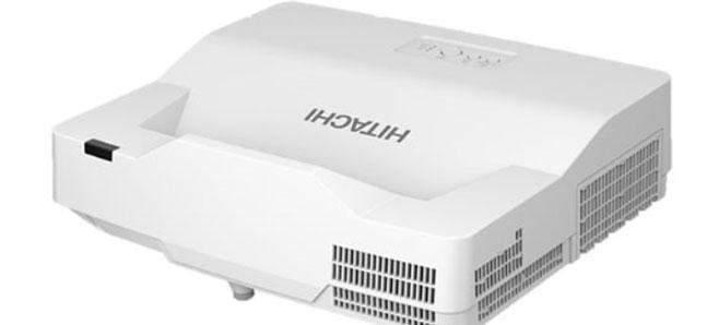 InfoComm 2018期间,日立(Hitachi)美国公司展示了四款新型3LCD超短焦投影机中的一款,其将于今年7月份开始出货。