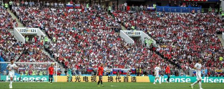 """每一届世界杯都会上演大喜大悲的剧情。德国队小组赛""""夭折""""、梅西和C罗的相继离场,让全球球迷为之唏嘘感伤。虽然世界杯赛场上风云变幻,但是科技进步却让每一代球迷都刻下来不可磨灭的记忆。"""