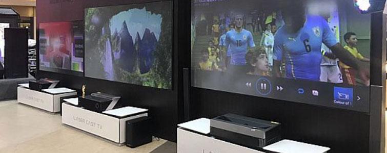 """2018年上半年,激光电视市场销量增长超过240%,全年成绩预期高达20万台以上,全年销售额将超过40亿元。这样的发展成绩放在任何行业都足以值得骄傲。但是,在激光电视高速崛起的路上,依然有一块""""茅坑的石头又臭又硬""""。这就是""""抗光屏幕""""!"""