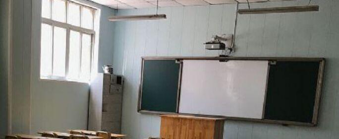 """这个夏天,库帕与郑州优智实验学校结缘,39间大教室+1处校园风采展示点,10天的安装与培训,让学校的老师和同学们都能用上炫酷且实用的""""黑科技""""。"""