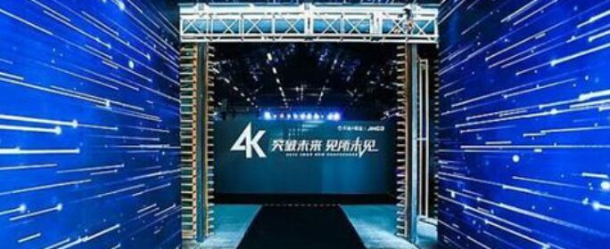 對于家投智能大屏產業,2018年8月23日是一個值得紀念的日子:堅果以X3/U1/S3三款4K產品的強大陣容,打開了家投智能大屏全面進入4K時代的大門。