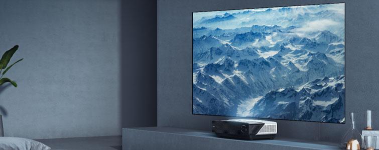 中国作为电视行业消费大国,在过去的十多年里,电视销售量一直位居世界前列。但是,非常尴尬的是,整个电视最值钱的零部件—屏幕,核心技术却牢牢掌握在日韩手中,我们只能说组装一个壳,赚个差价。
