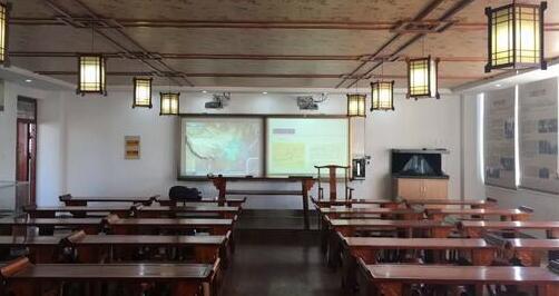 记蚌埠第一实验学校初中部数字化历史专用教室