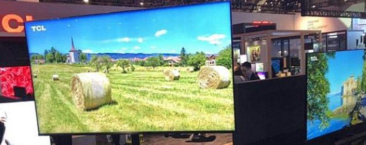 """家居科技产品中,无疑电视机是真正的王者。CES2019展会上,彩电产品当人不让再次成为居家科技的中心所在——这个中心不是指,彩电比冰箱、洗衣机更受观众关注,创新也更多,而是指彩电在以新内涵谋求居家智能格局中的""""新位置""""。"""